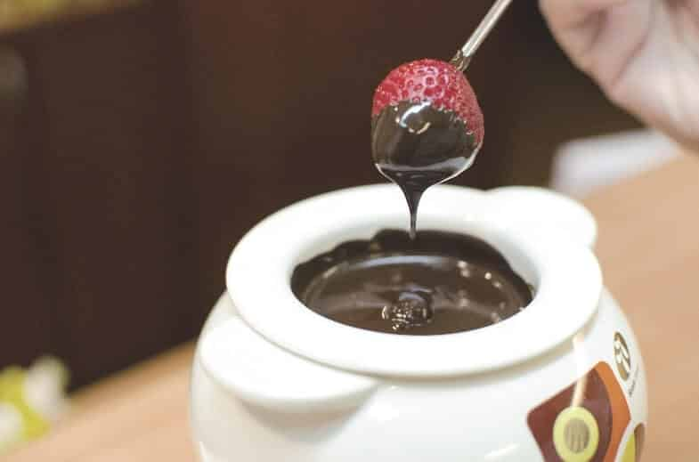 chocolate fondue strawberry