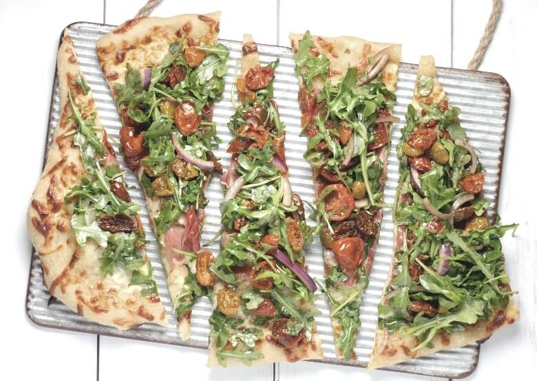 square pizza with salat