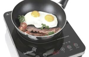 making egg on portable induction cooktop