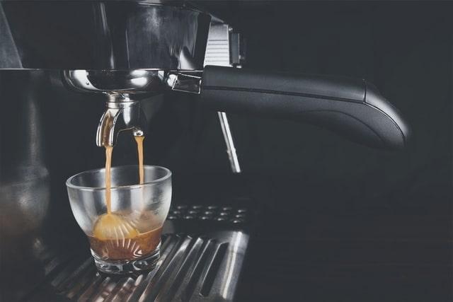 Expresso machine making coffee
